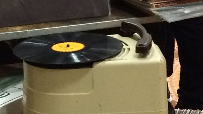 Flipping Through Records And Filling The Air With Nostalgia 2018 Eugene Record Show Kpic